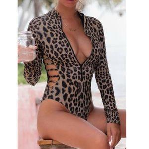 Leopard Print Zipper Cut-out Rash Guard Swimsuit
